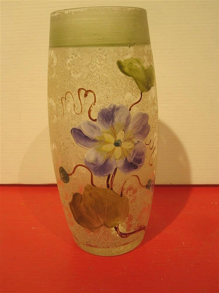Vase En Verre Givre Et Peint A Decor Floral Ht 16 5 Cm