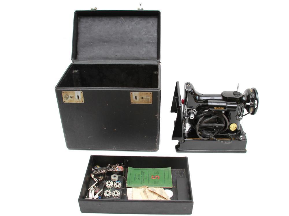 VINTAGE SINGER SEWING MACHINE W BOX & ACCESSORIES