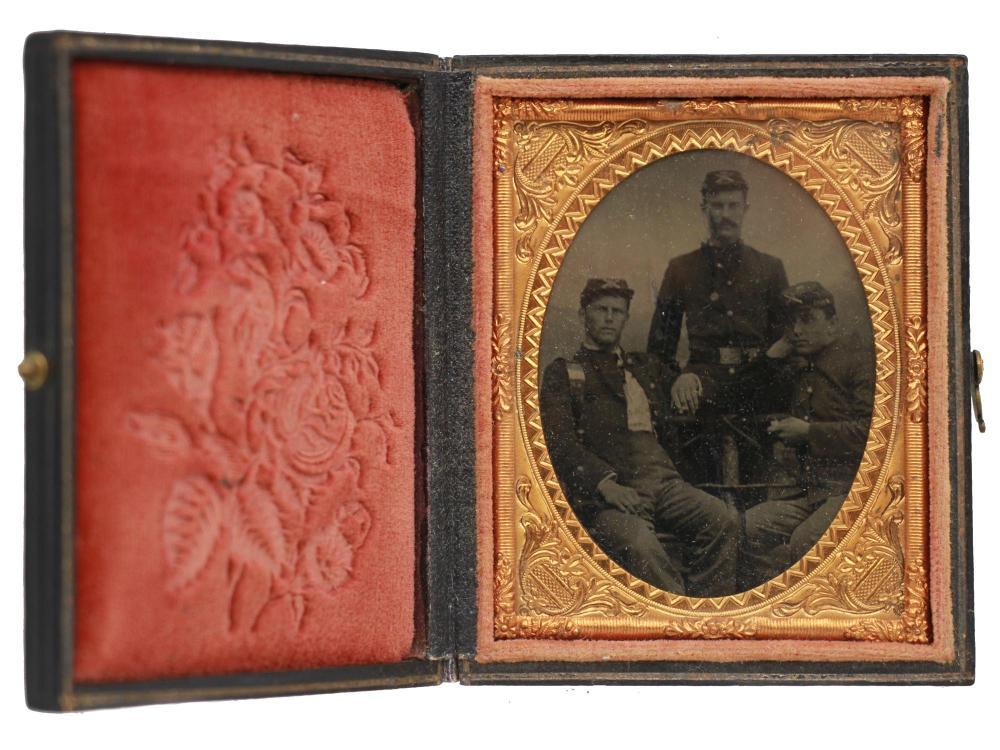 ANTIQUE AMERICAN TINTYPE OF CIVIL WAR SOLDIERS