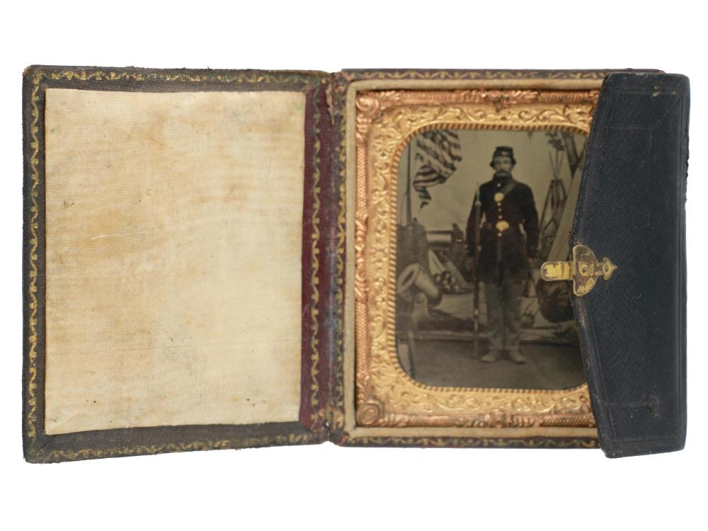 ANTIQUE AMERICAN TINTYPE OF A CIVIL WAR SOLDIER
