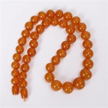 graduated amber beaded necklace.
