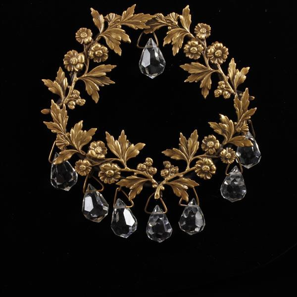 Joseff of Hollywood Gold Tone Wreath Brooch Pin with colorless crystal dangles.