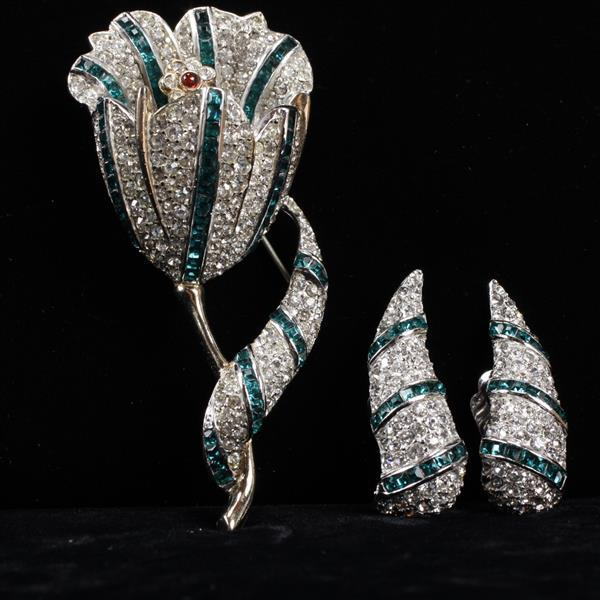 Halbe 2pc. gold tone pave tulip flower pin brooch and earrings set with clear and emerald rhinestones.