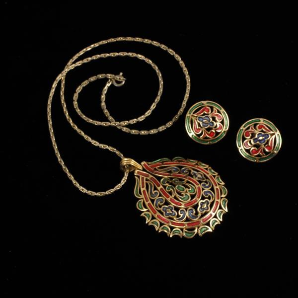 Trifari 2 pc. SET; Mod enamel peirced pendant Necklace & clip earrings.