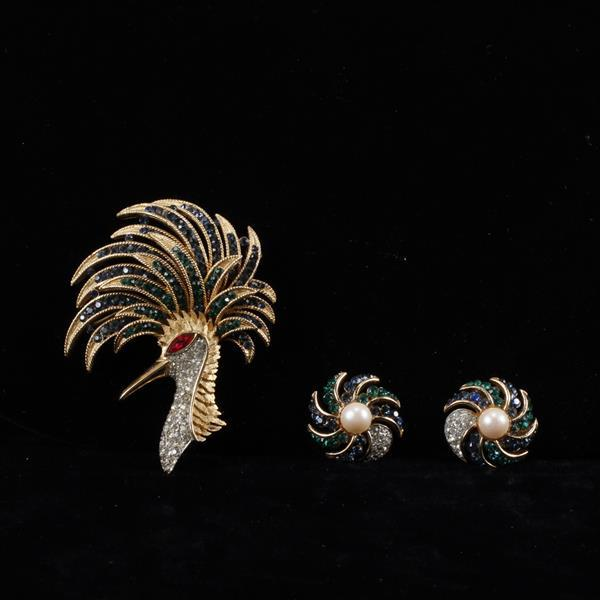 Trifari Alfred Philippe 2pc. Blue Green Firebird Pave Brooch Pin & Clip Earrings with Faux pearl.