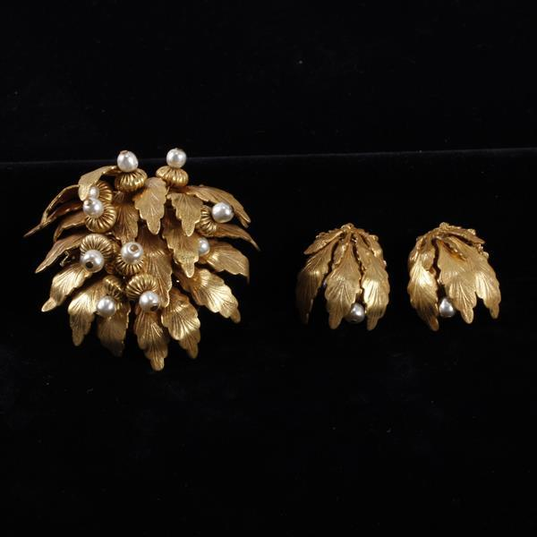Miriam Haskell 2pc. Gold tone acorn brooch pin & clip earrings.