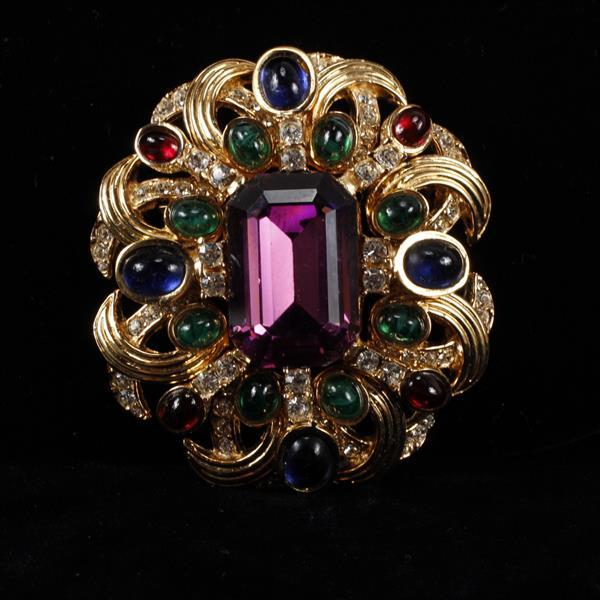 Ciner Rhinestone & glass gold tone brooch pin