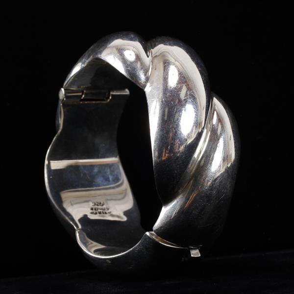 Taxco Mexico 925 Sterling Silver hollow chunky hinged bangle bracelet.