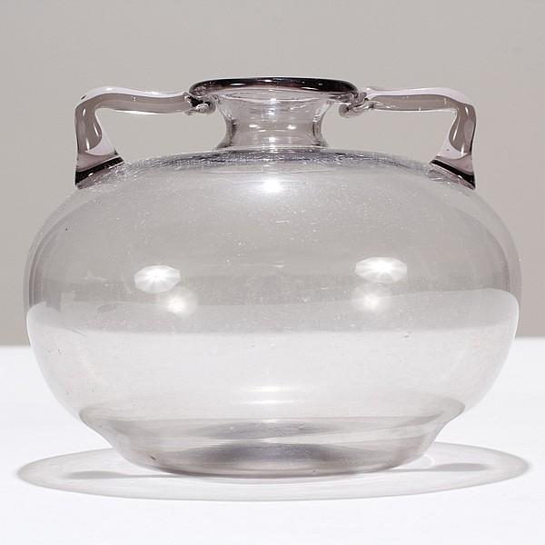Venini soffiati signed Murano glass double handled vase, probably designed by Vittorio Zecchin.