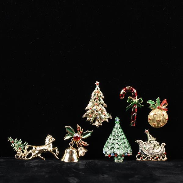 Lot of 7 Holiday Christmas Themed Brooch Pin with rhinestones & gilt decoration