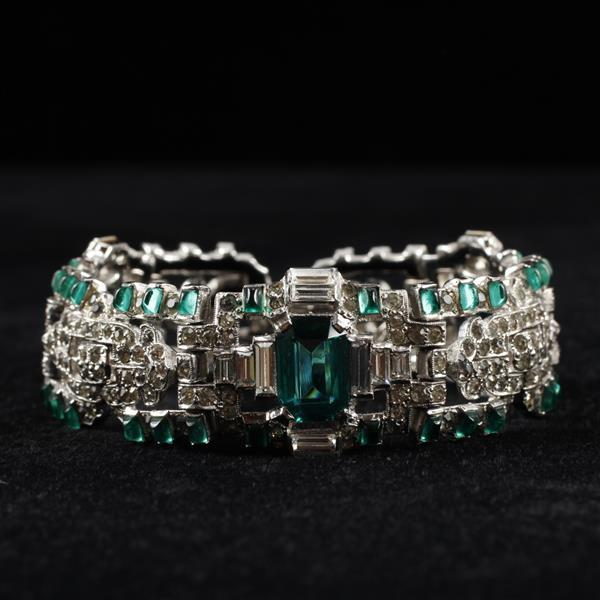 Unmarked Art Deco Rhodium Plated Diamante Bracelet with Emerald Green faceted and poured glass jewels.