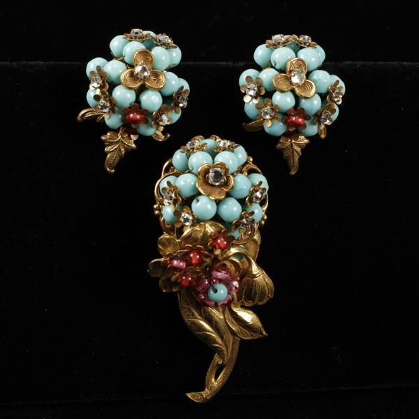Unmarked Unsigned Haskell? 2pc. Gold Tone Floral Brooch Pin & Clip Earrings with blue & pink beads.
