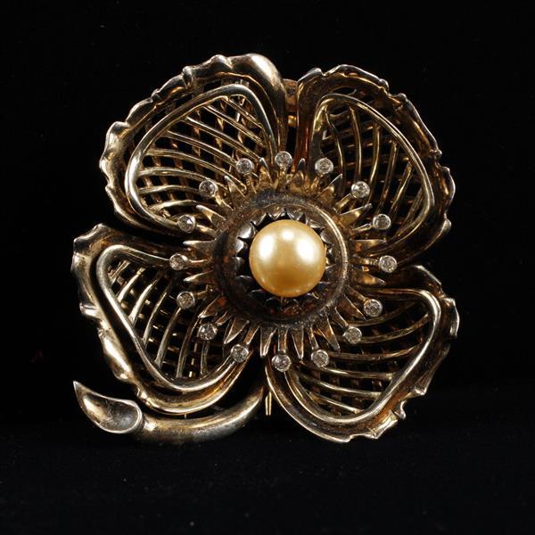 DeRosa Sterling Faux Pearl & Rhinestone Retro Flower Fur Clip