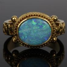 Vintage victorian blue fire opal 18K yellow gold ring; 4.9 dwt