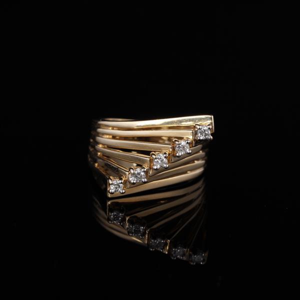 Vintage Modern Yellow Gold 14K Fanned Stack 5 Diamond Estate Ring.