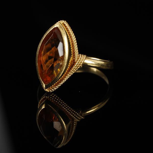 Vintage Modern 18K Yellow Gold Wrapped Marquise Citrine designer estate ring. Size 7