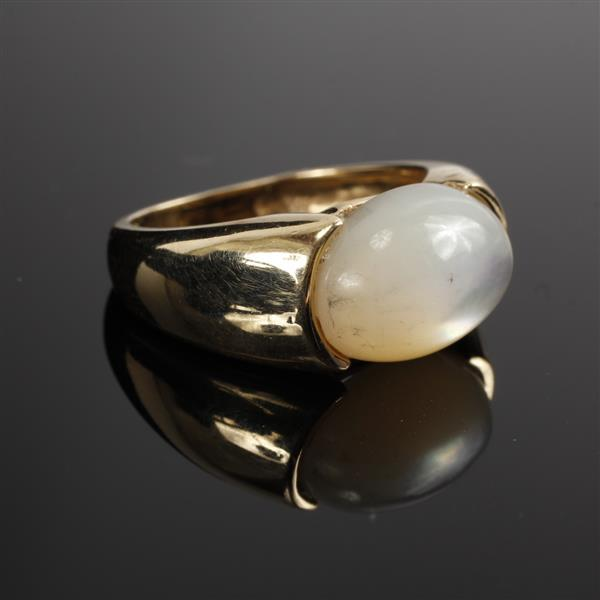 Yellow Gold 14K Mother of Pearl Cabochon Ring Size 6