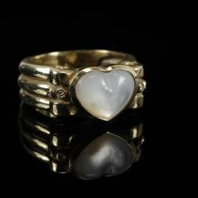 Yellow gold 14K mother of pearl heart and diamond ring band.
