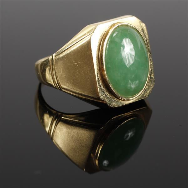 Yellow Gold 18K 750 Jade cabochon Vintage Art Deco signet ring. Size 8