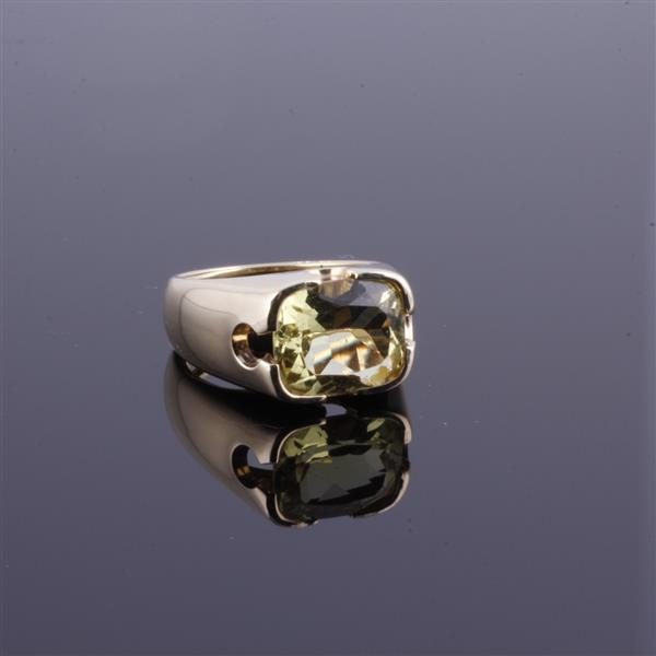 Yellow gold 14K Vintage Modern Estate Ring with Brilliant and Vivid Lemon / Lime Citrine.