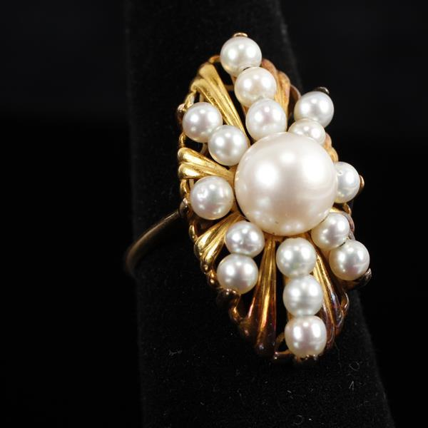 Vintage Retro Modern / Mod 14K Yellow Gold and Pearl Starburst Ring. Size 5.5