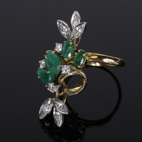 Emerald & Diamond Retro Modern 14K Gold Estate Ring; Size 7. Size 7