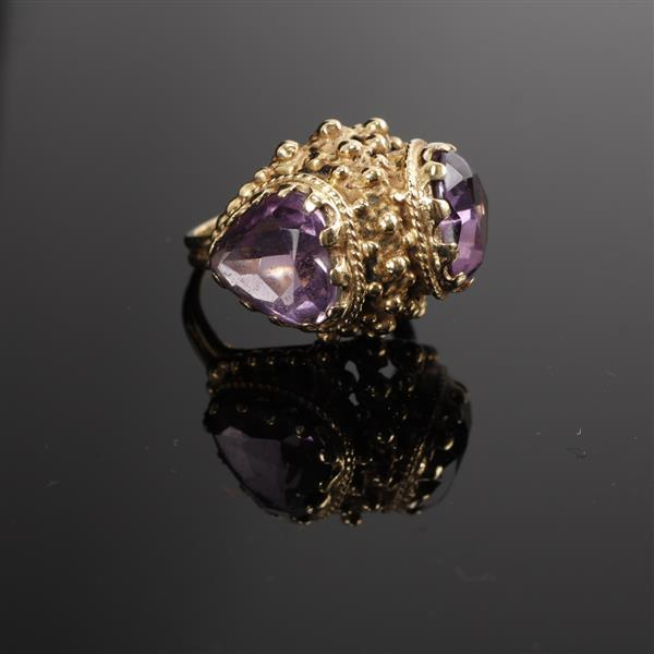 Antique Vintage Yellow Gold 14K double heart shaped Amethyst Estate dome Ring.