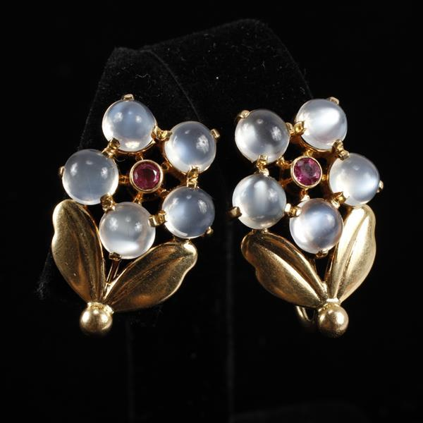 Tiffany Retro Vintage Yellow Gold 14k moonstone and ruby Flower Screw Back Earrings