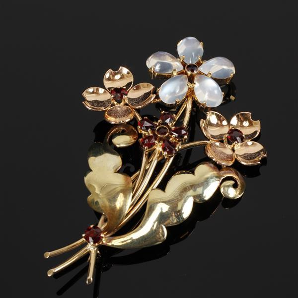 Retro two tone rose and green 14K gold flower spray brooch with garnet and moonstone jewels. 3