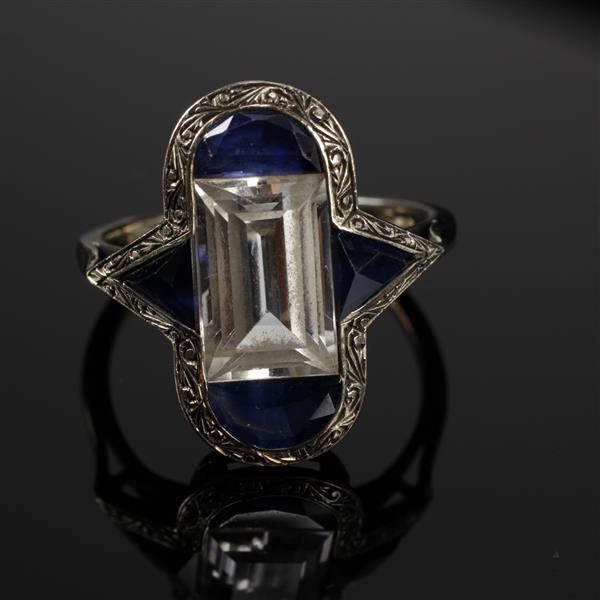 Art Deco White Gold 18K French Paste colorless and sapphire cut crystal ring. Size 6.5