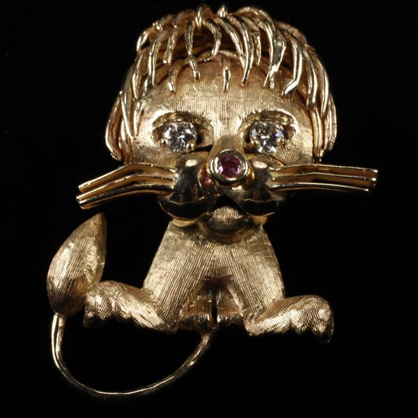 Yellow Gold 14k figural lion pin / brooch after Van Cleef & Arpels ca. 1960s with ruby and 1/4 ct.tw diamond features.