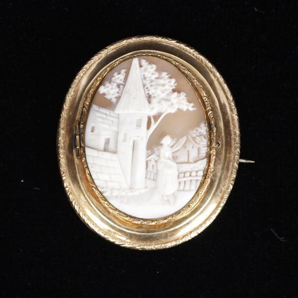 Victorian Figural Scenic Shell Cameo mounted in Gold Locket Pin / Brooch.