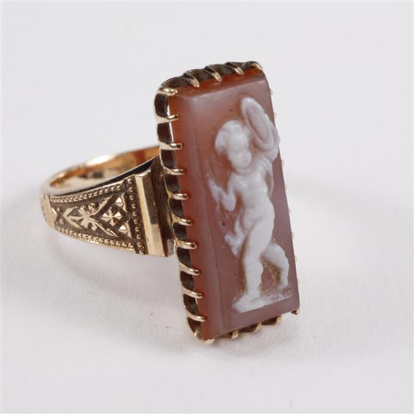 Victorian 14K yellow gold Classical cherub full figure stone cameo ring