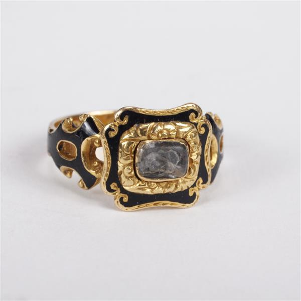 Victorian 18K Yellow gold enameled hair receiver mourning ring.