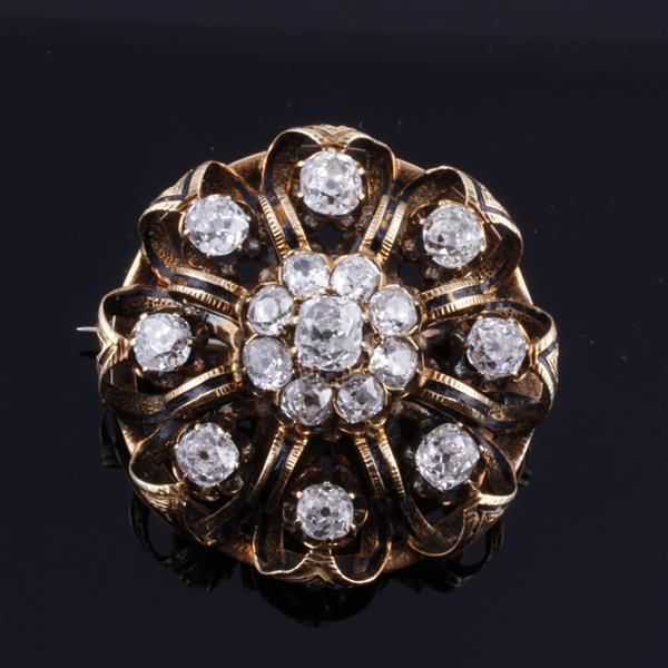 Victorian 14K gold and diamond circle brooch with 17 antique cushion cut diamonds
