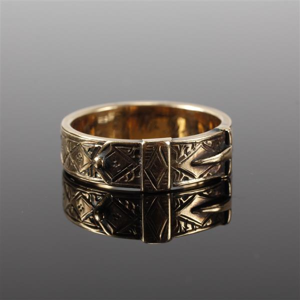 Victorian chased yellow gold belt buckle ring band; 1870. Size 8.5