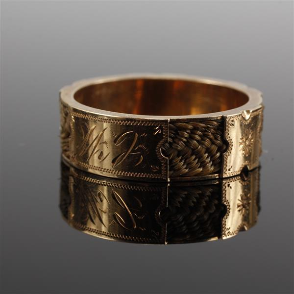 Victorian gold memorial hair receiver ring band. Size 10.5