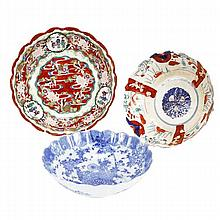 Three Japanese Imari scalloped porcelain bowls.