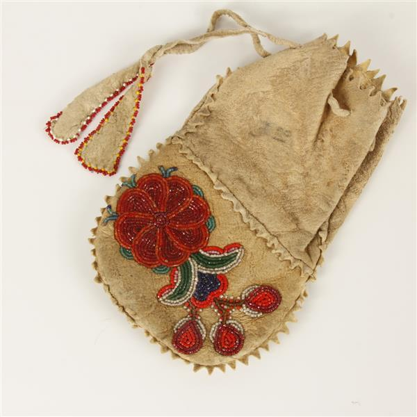 Native American Ojibwa Indian double sided beaded flower leather pouch bag, Howard, Wis.
