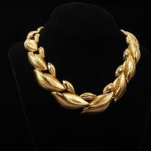 Monet Vintage Designer Gold Tone Laurel Leaf Link Choker Necklace