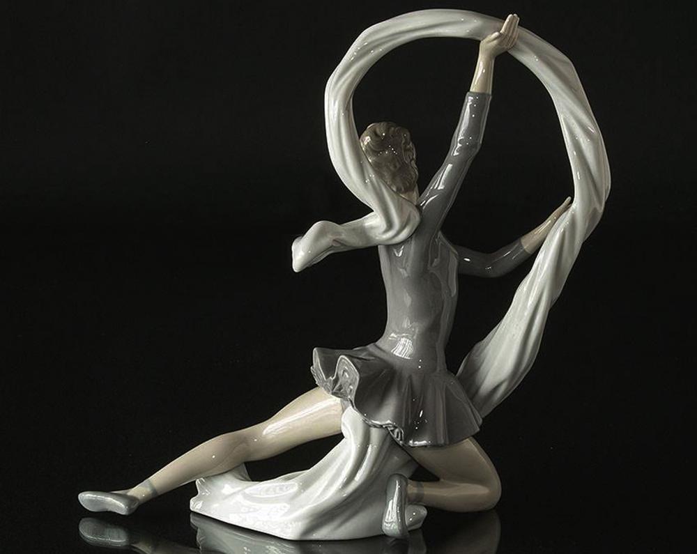 A Vintage NAO By LLADRO DAISA Ballerina Figurine