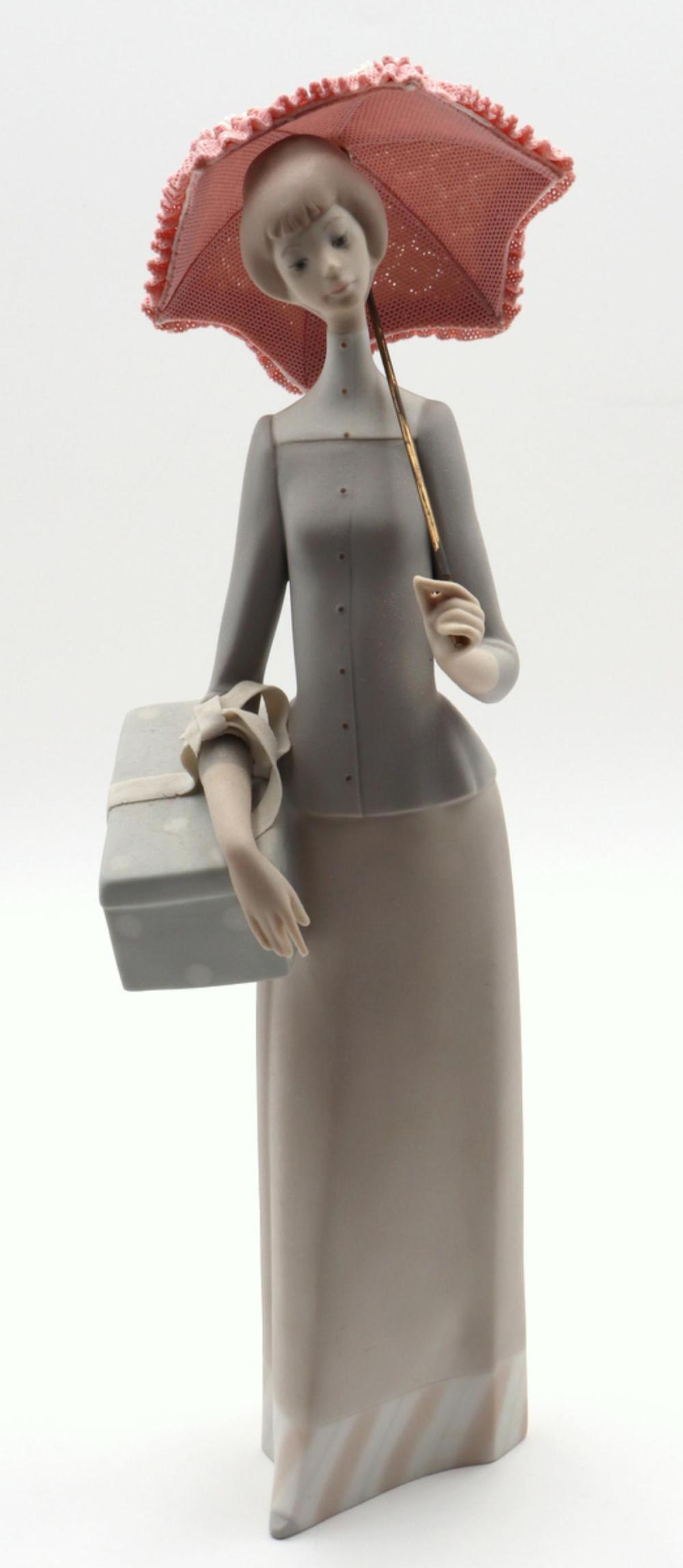 """Lladro """"Dressmaker"""" #4700 Porcelain Figure"""