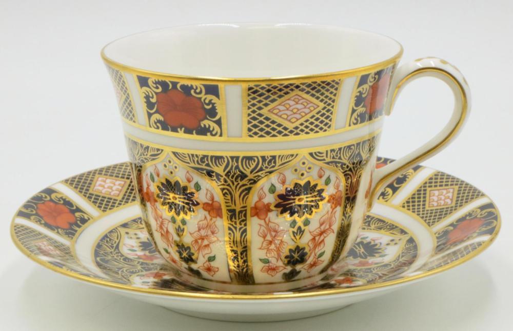 "12 Royal Crown Derby ""Old Imari"" Cups & Saucers"