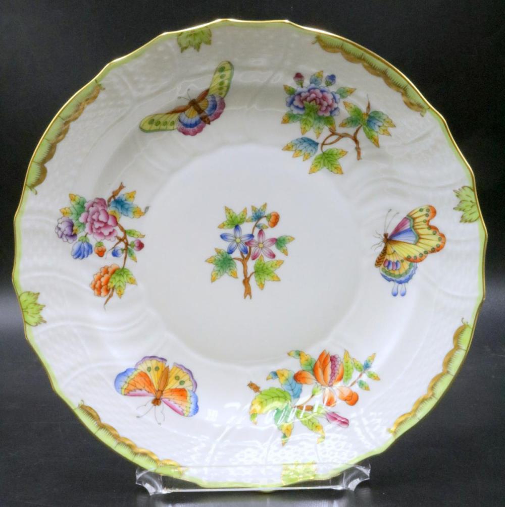 """12 Herend """"Queen Victoria"""" Porcelain Luncheon Plates"""