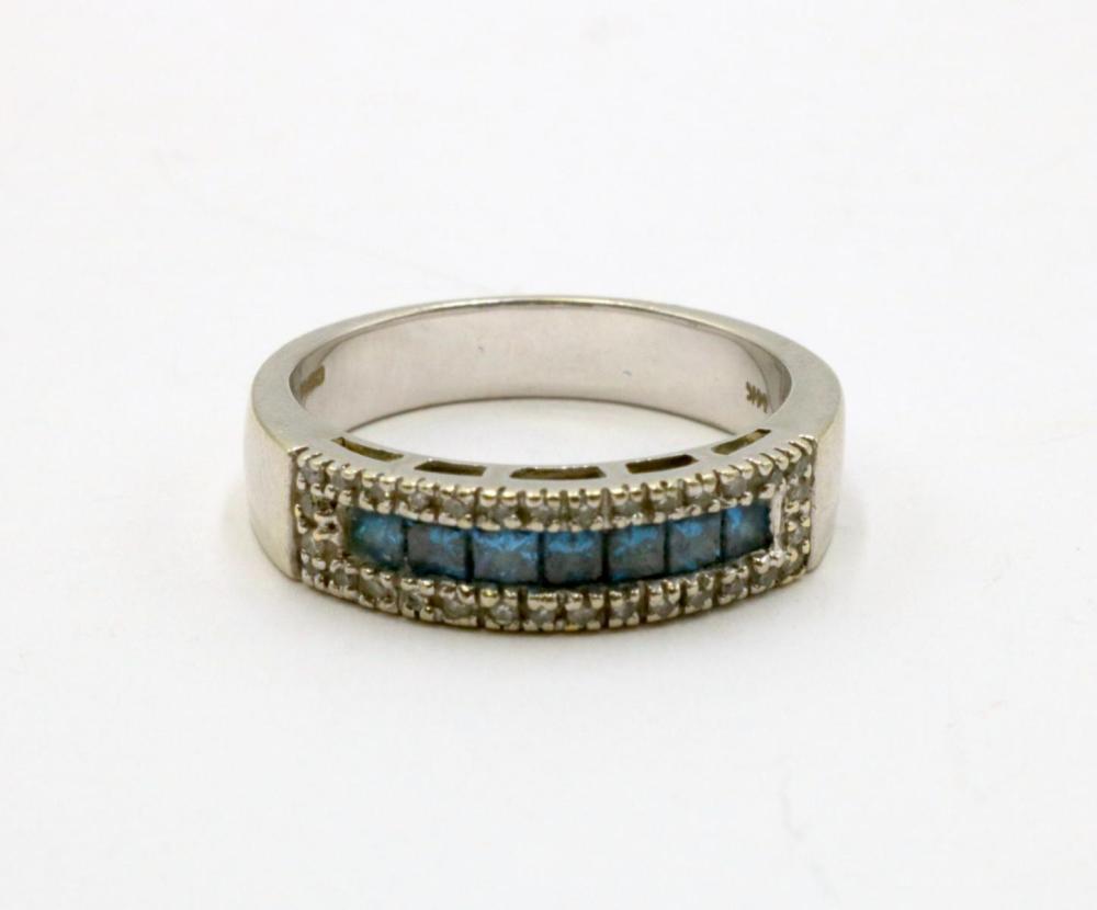 14Kt Blue & White Diamond Ring