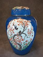 18th C Chinese porcelain lided vase