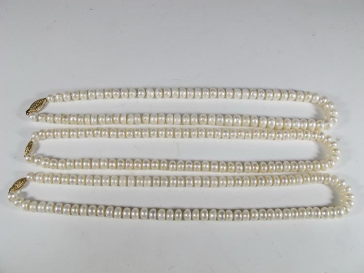 Set of 3 cultivated pearls necklaces