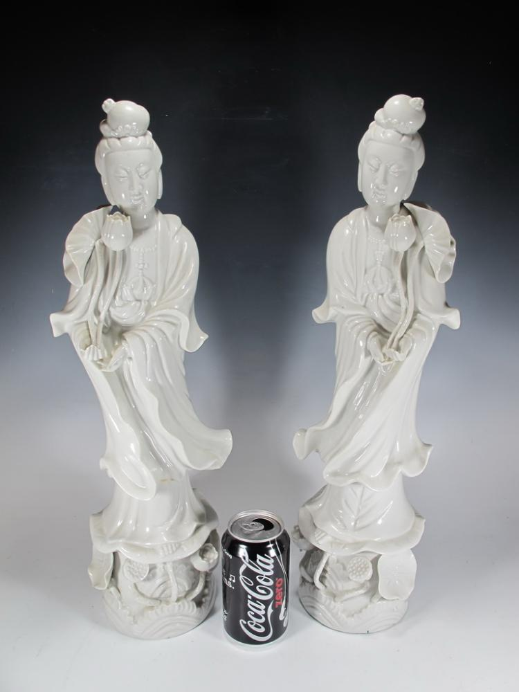 Pair of Chinese Bland de Chine Guanyin fiigurines