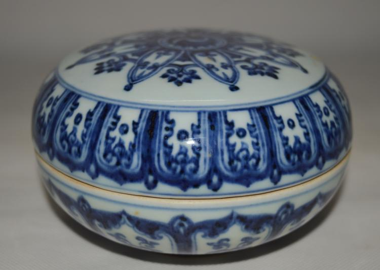 Chinese Blue and White Porcelain Fruit Box