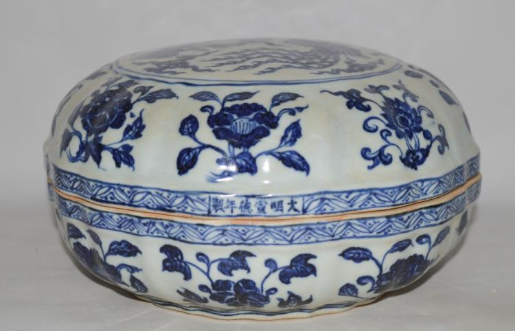 Chinese Blue and White Fruit Box